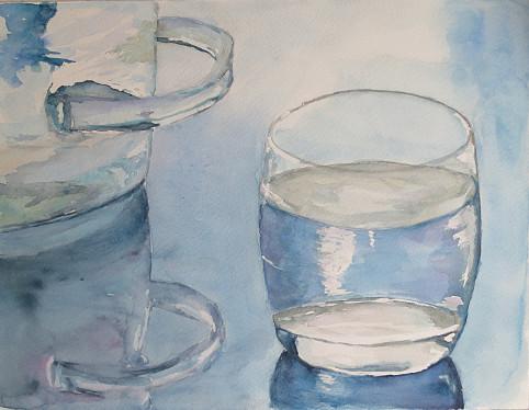 verre d'eau et récipient en verre